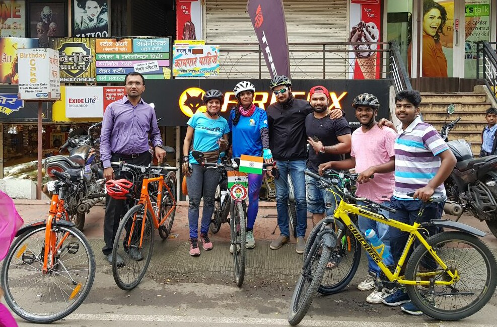Cyclist group Sunday Morning Ride - Reception at Satara