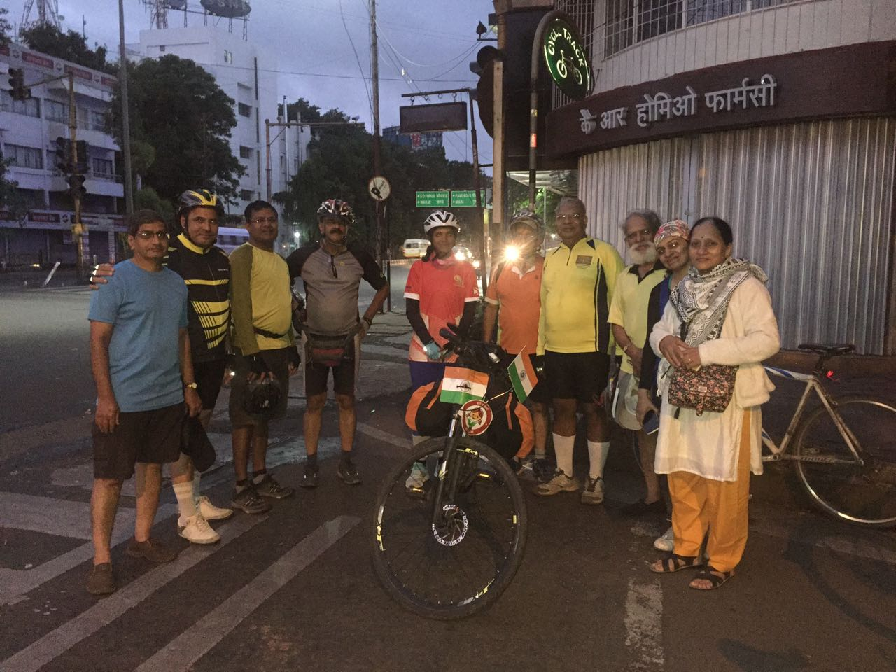 Kick off from Pune with Senior Citizen Cycling Group