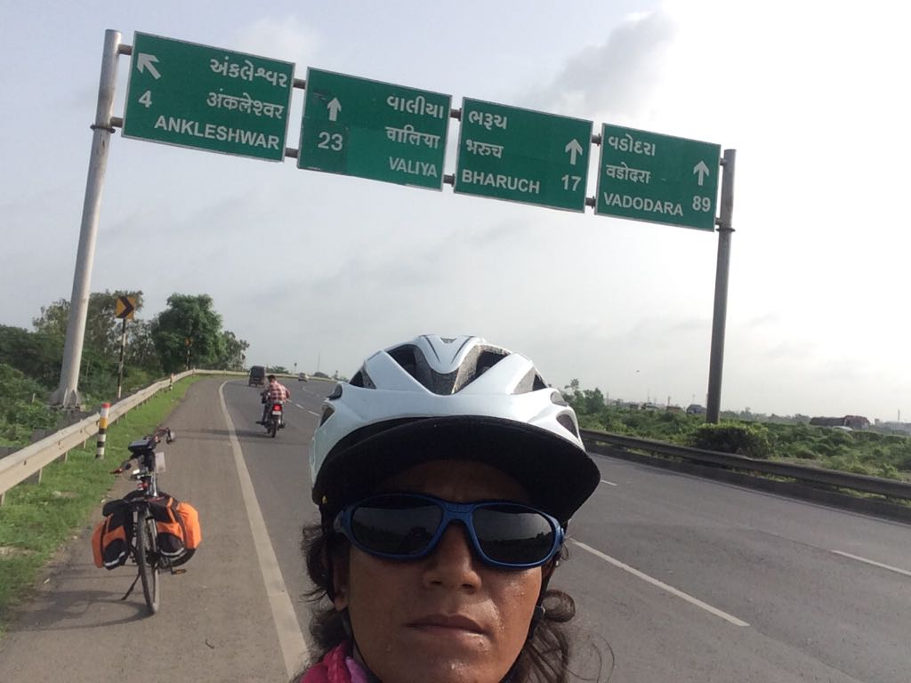 Surat to Vadodra - Sunita Singh Choken Solo Cycling Expedition
