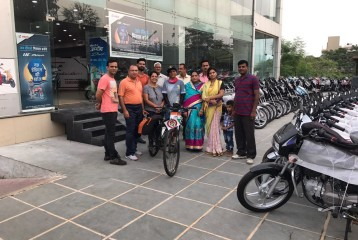 With Col Tyagi, Mrs Tyagi and Sunitas father Shri Johari Singh - Solo Cycling Expedition